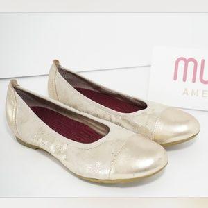 🆕Munro Platinum Shimmer Closed Toe Wedge Gold